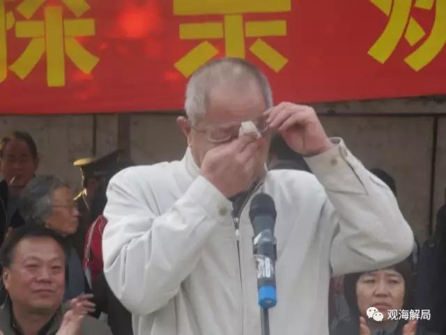 (2010年,董良翮回插队地激动落泪)