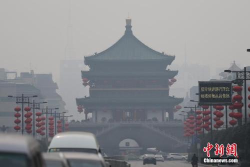 资料图:西安城区被雾霾笼罩 中新社记者 张远 摄