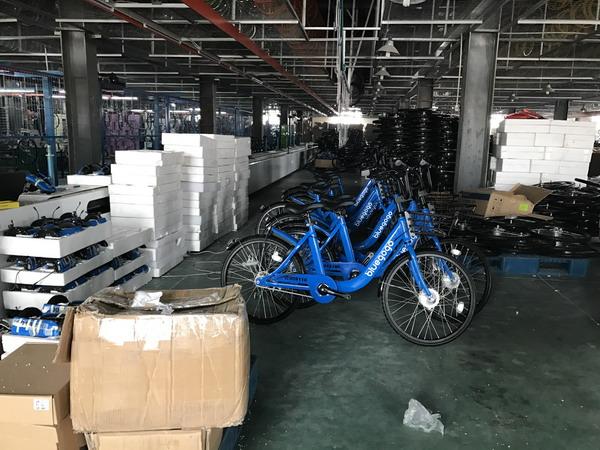 王庆坨镇当地的天津美邦自行车公司为了共享单车订单而专门新增生产线。澎湃新闻记者 张炎良 图