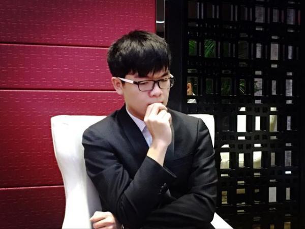 红遍网络的神秘棋手Master2017年1月3日在腾讯围棋对弈平台赢了柯洁。