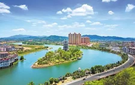 湖南师范大学经济学研究所所长 刘茂松认为,撤县设市,将对宁乡进一步提升城市定位,增强城市功能,拓宽发展空间等具有重要的战略意义。