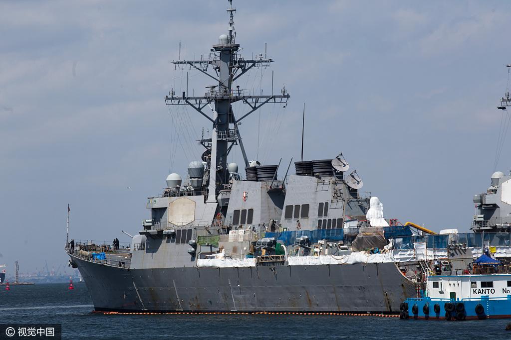 """当地时间2017年4月13日,美国""""里根号""""核动力航母战斗群停靠在日本横须贺港。"""