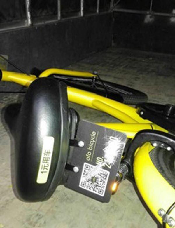 ofo共享单车的二维码和编号被刮。海口城警支队 图