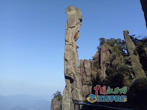 3驴友用电钻钻孔攀爬三清山巨蟒峰被行政拘留