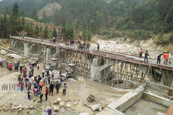 官方政策未覆盖柳州村民自筹资金建造跨江大桥