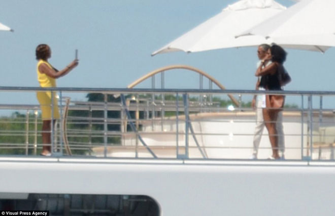 奥巴马夫妇乘超级游艇度假 众多明星作伴(组图)