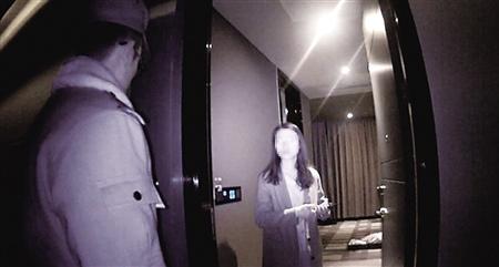 女子住酒店半夜惊魂 醒来发现陌生男子站床前(图)