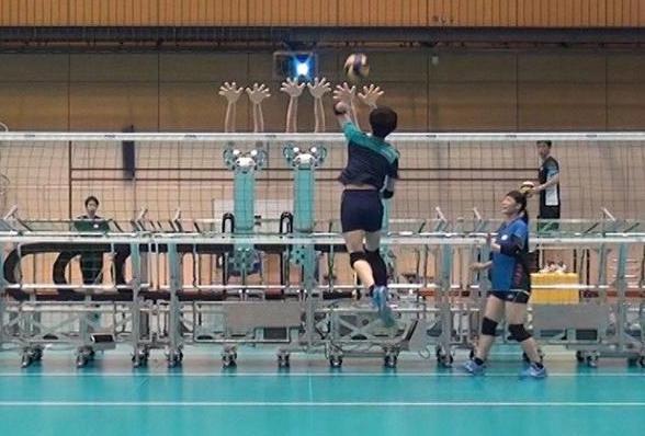 日本女排的三头六臂防守机器人。