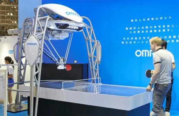 日本最新研制的乒乓机器人。