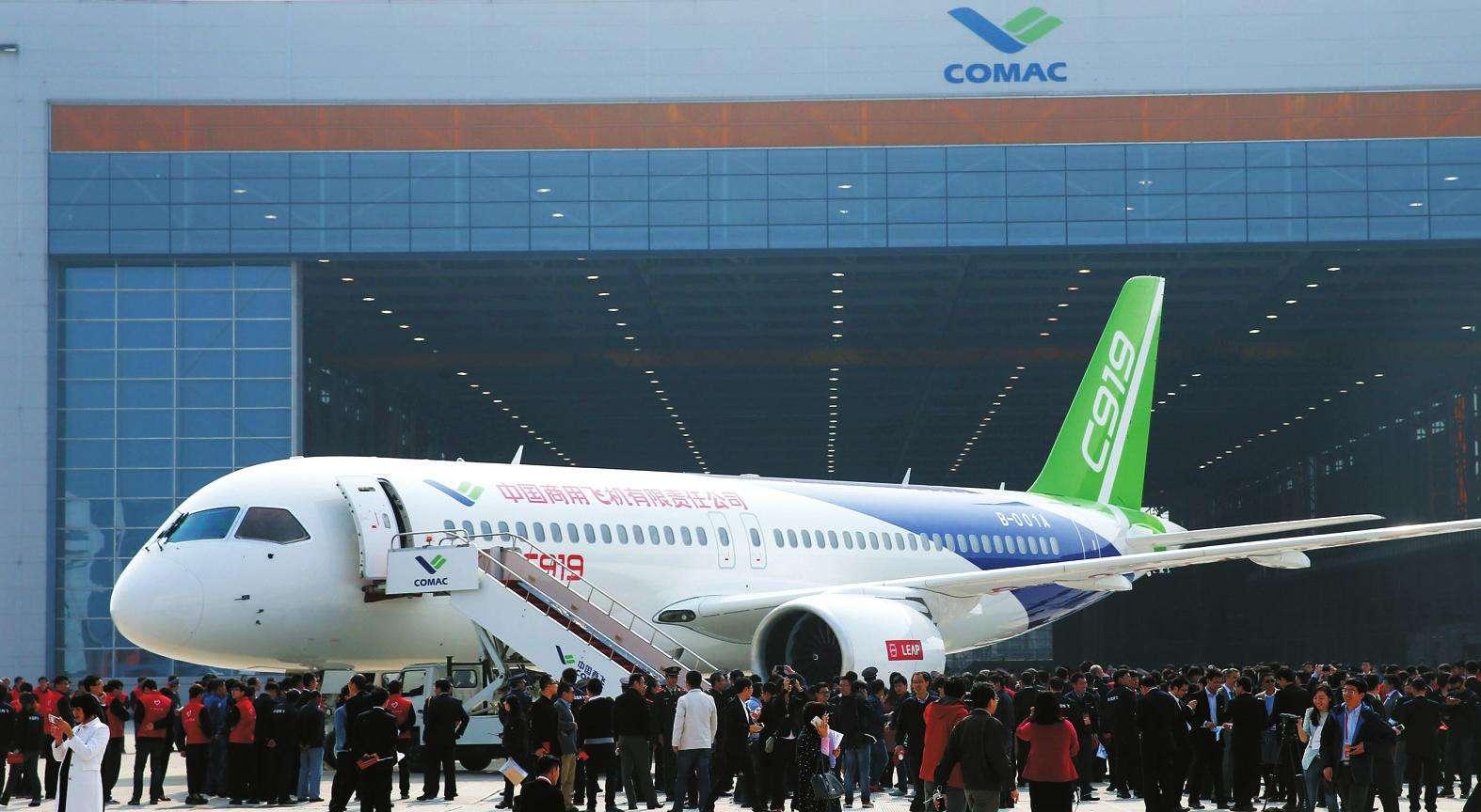 今天(4月18日),C919大型客机首飞放飞评审会在中国商飞公司试飞中心浦东准备基地召开。专家认为,C919已经通过首飞放飞评审,在完成后续高速滑行后,将择机进行首飞。