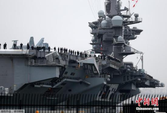 """当时,太平洋司令部称""""卡尔·文森""""号是为了应对该地区的""""最大威胁"""",被外界解读为""""朝鲜核威胁""""。本月11日,美国国防部长詹姆斯·马蒂斯再次确认""""卡尔·文森""""号正在自新加坡向北移动。"""