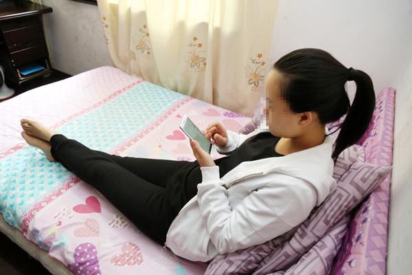 据了解,小陈来自贵州的深山区,父母年纪大,身体不太好,家里还有两个妹妹在上大学。