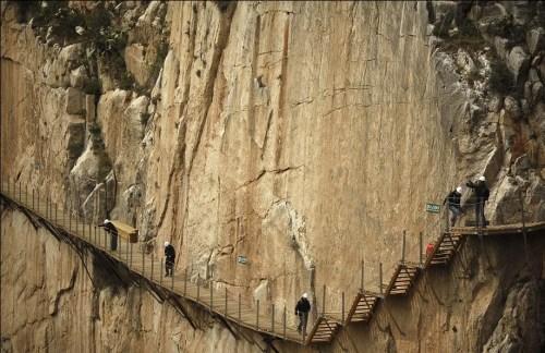 """西班牙""""国王小径""""号称全球最恐怖的悬崖山径。路透社"""