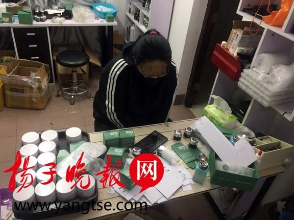 """南京破获网络造假案:""""高档化妆品""""在马桶边造"""