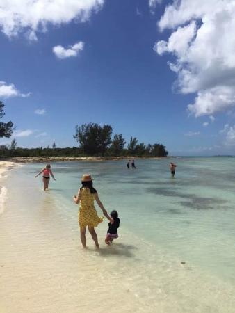 Rebecca和家人在迈阿密,她最终为孩子选择了赴美。Rebecca供图