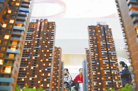 昨日,武汉市房管局召开房地产市场专项整治行动部署会,拉开新一轮专项整治行动的大幕。即日起,武汉将出重拳、零容忍地查处,严厉打击房地产开发企业和经纪机构的违法违规行为。