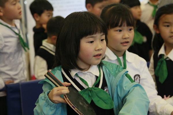巨鹿路小学学生参加乒乓球运动