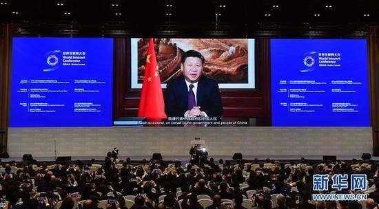2016年11月16日,第三届世界互联网大会在浙江省乌镇开幕。国家主席习近平在开幕式上通过视频发表讲话。 新华社记者 张铎 摄