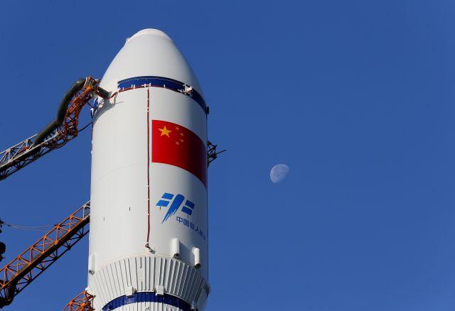 图为2017年4月17日拍摄的长征七号遥二运载火箭与天舟一号货运飞船组合体局部。(新华社记者琚振华摄)