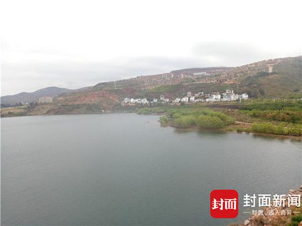 云南抚仙湖正进行违建拆除 未停业宾馆仍生意火爆
