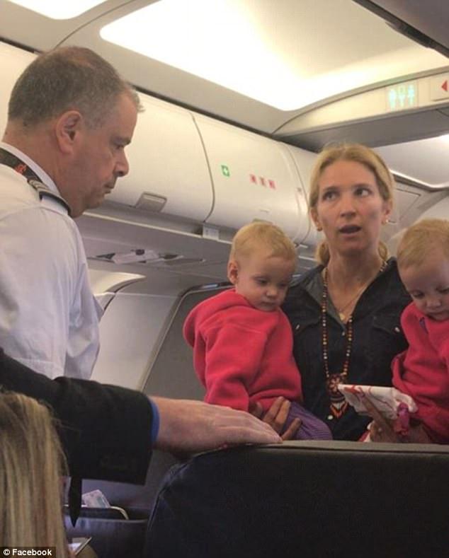 涉事的美国航空周五晚上对此作出回应,事件发生在飞机起飞之前,机组人员和乘客就是否可以携带婴儿车上机而发生争执,对那名双胞胎婴儿妈妈和其他受影响乘客造成痛苦,美航表示深感抱歉。美航已为这名女士和家人之后的航程升级为头等舱。至于那名与乘客口角的机组人员已被暂时停职接受调查。