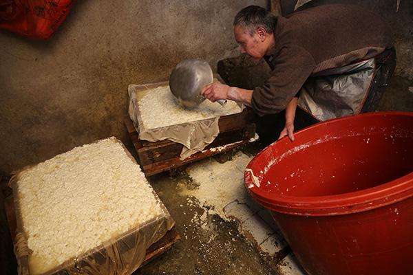 盲人做豆腐养家