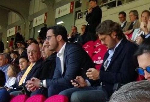球迷加利亚尼重返圣西罗 遇米兰高层零交流(图)