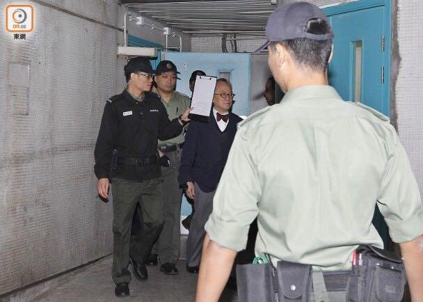 曾荫权上庭申请保释:戴着铁链手铐 头发花白