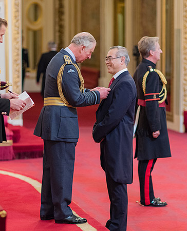 """姜文国教授接受英国王储查尔斯亲王授予的2017年度""""大英勋章"""""""