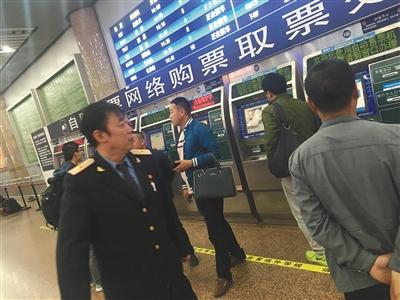 北京西站乘客遇假志愿者骗财诈骗团伙达百人(图)