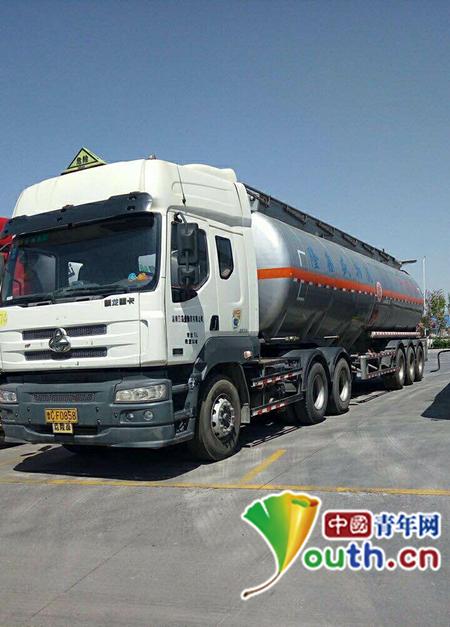 战永革驾驶的曾被昌乐交通局扣押的罐车。中国青年网记者 宿希强 摄