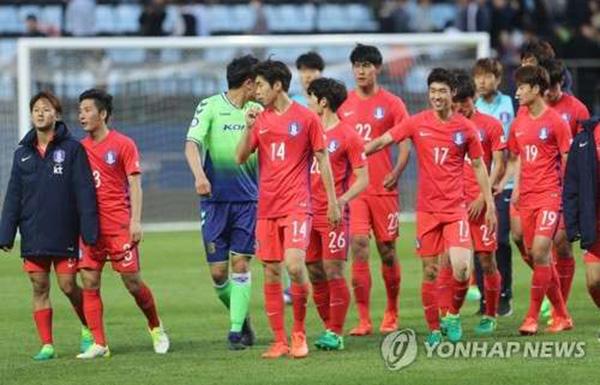韩国国家队也在世界杯预选赛被伊朗压过一头。