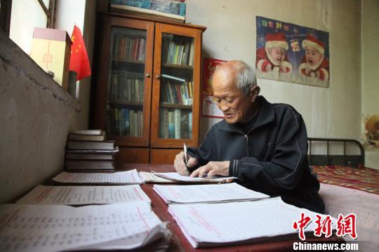 河北邢台七旬老人6年笔耕不辍 编写20万字村志