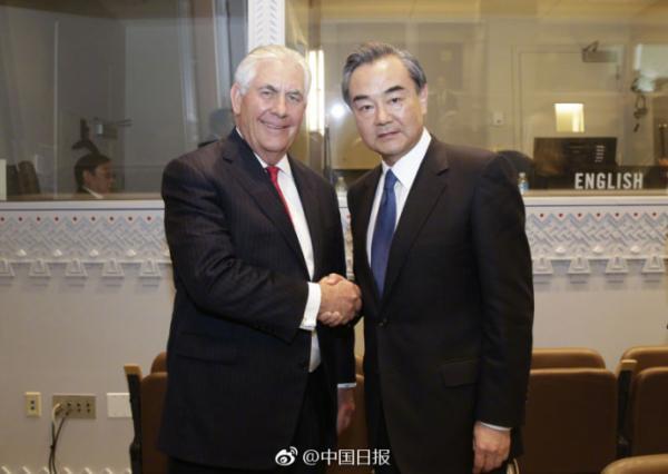 4月28日,王毅外长在联合国会见美国国务卿蒂勒森。