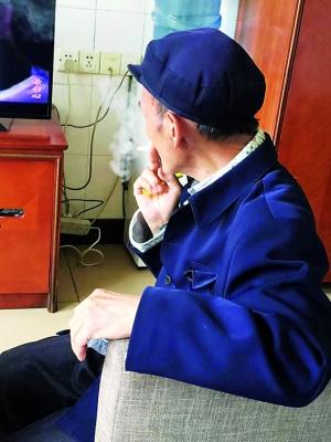 八旬老人吸毒20年:每天起床就买200元毒品吸食
