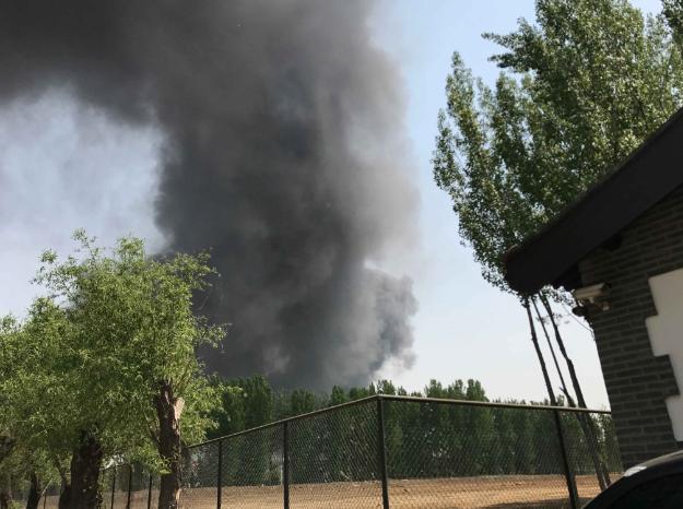 北京市蟹岛度假村附近发生火灾传出连续闷响