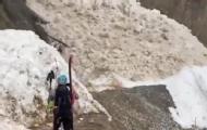 登山者冒死拍下雪崩全过程!