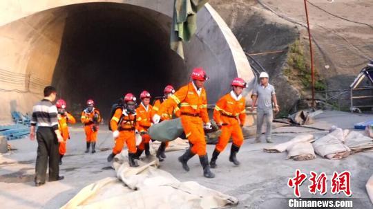 成贵快铁七扇岩隧道疑似瓦斯爆炸 12人遇难(图)