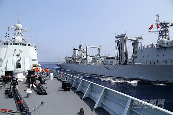 南海舰队驱护编队赴南海某海域 训练实射鱼雷
