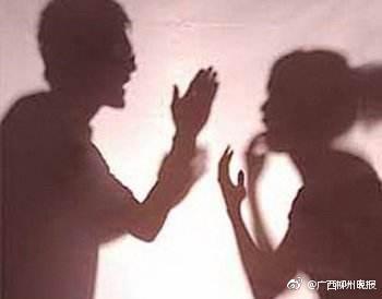 整个晚上,阿强除了气愤,便是心塞。不过,想到自己心里还是很爱老婆的,他不想好端端的一个家因此支离破碎,一番思想斗争之后,阿强还是决定不计前嫌,规劝老婆回家。但是,面对阿强的请求,其老婆没有给予明确回应。