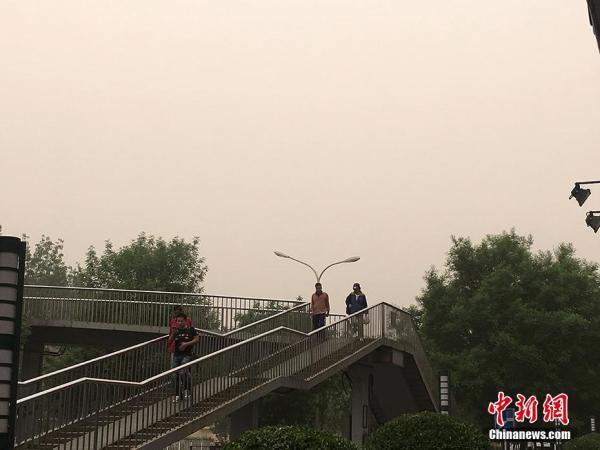 强沙尘暴席卷北京:PM10破1500 局部破2000