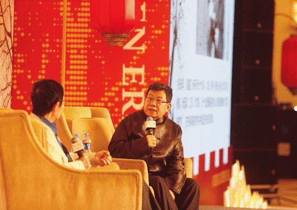 """著名媒体人杨锦麟就""""我们这个时代的诗歌与阅读""""对诗人北岛进行现场访问"""