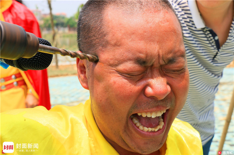 胡琼认为一场20秒的比赛并不代表现代搏击就可以完全打败传统武术,更不代表陈晓冬可以打败所有传统武术门派。中国传统武术与现代搏击一样,主要功能是格斗、竞技,在古代就是杀人技。自明朝后期,火器引进中国后,中国武术开始转向为运动健身养生,到了现代更是成为了体育比赛项目之一。一代武林宗师黄飞鸿看到现代枪炮的速度后,也曾发出感叹,拳脚再快也快不过子弹。为此,他不再让后代习武。