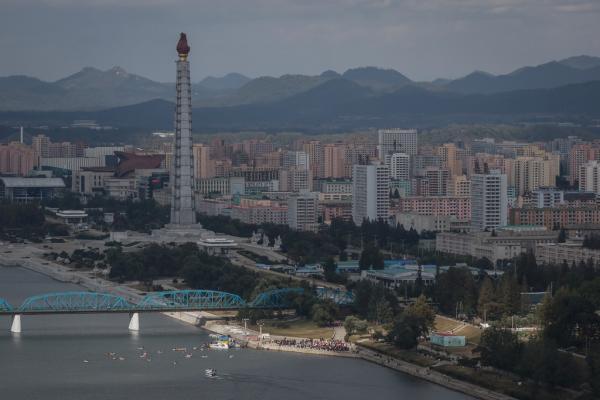 2019-10-18,朝鲜平壤,大同江边。 澎湃资料