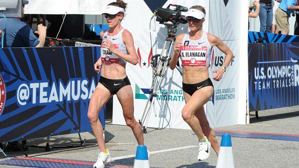艾米・克雷格( Amy Cragg )和莎拉尼・弗拉纳甘(Shalane Flanagan)两名队友穿着 Nike Zoom Vaporfly 4%,分别在洛杉矶举行的里约奥运会马拉松预选赛中取得第一名和第三名。