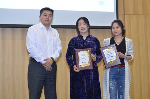 十大好书《沐阳上学记》(左起:王志庚、萧萍、浙江文艺出版社宣传主管刘滢)
