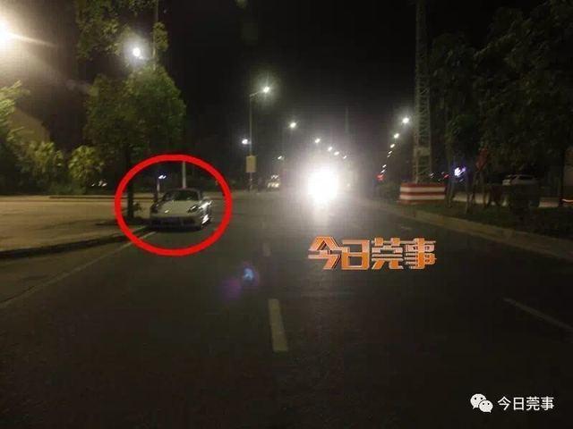 当办案警察赶到现场的时候,看到一辆白色保时捷小轿车停在莞樟路往东深路的右边。