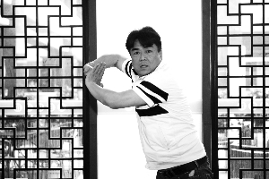 在南京江宁开设武馆的刘华栋(左)和南京市武术运动管理中心常务副主任吕伟对近日的武林风波发表了各自看法 现代快报/ZAKER南京记者 牛华新 摄