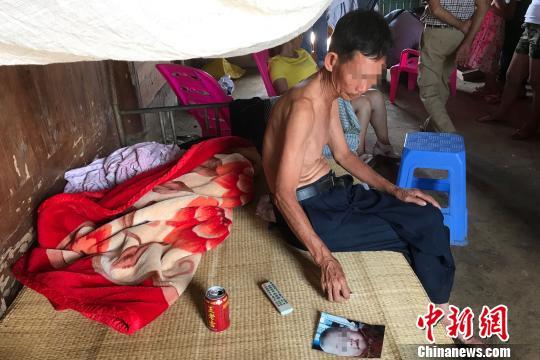 海南母亲带子女喝农药事件续:6岁男孩命悬一线