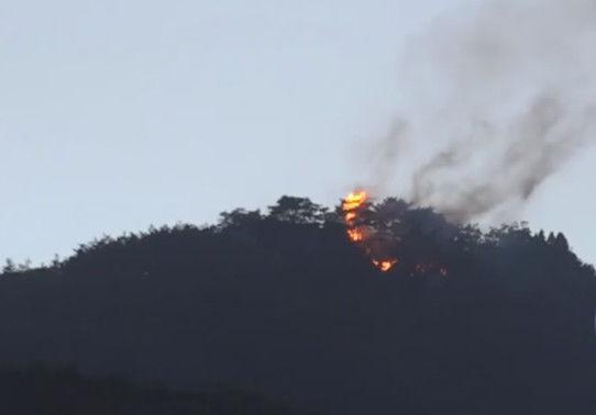萨德部署地附近山头突发大火